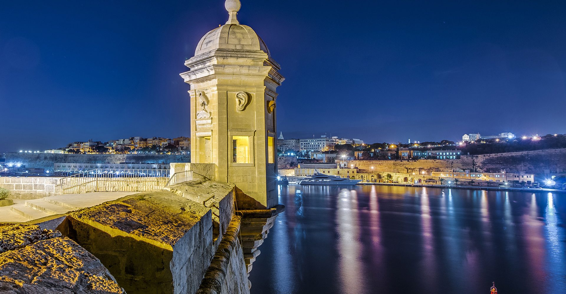 valletta-by-night